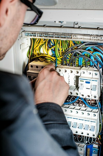 emergency electrician on work